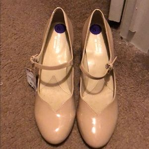 New with tags tan heels